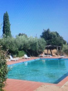 Photo for Two-room apartment in Castello in the countryside with views of Lake Trasimeno, swimming pool and park