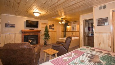 "Photo for Upper Canyon Inn & Cabins - ""Lodge 7"" - Romantic Whirlpool Suite with Fireplace"