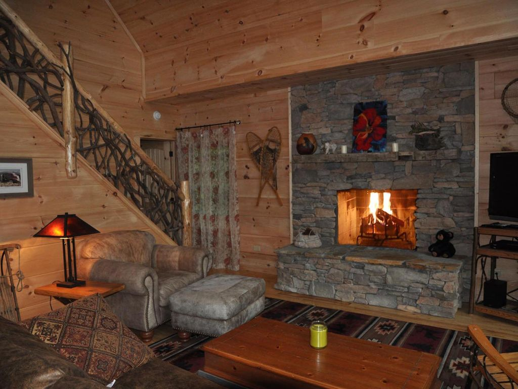 River magic romantic luxury log cabin with hot tub hot for Stili di log cabin