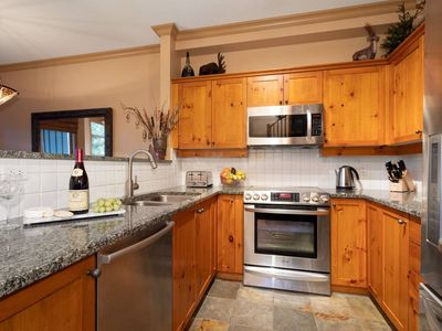Photo for Luxury 4BR - Private HT, Ski In/Out, Free Parking