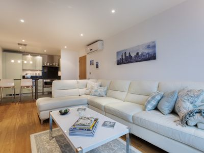 Photo for UP TO 20% OFF - Smart 2 bed apartment, located moments from the Thames (Veeve)