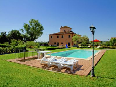 Photo for Elegant apartment in Tuscan villa with swimming pool and garden