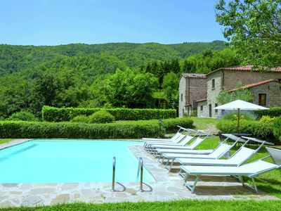 Photo for Villa with private pool in the hills near Cortona, large and fenced garden