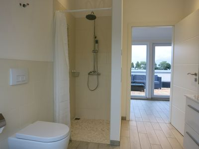 Photo for Modern luxury apartment with panoramic lake view from 89 € per night, free WLAn