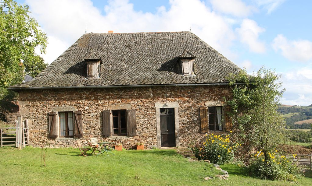 Rural French Farmhouse With A Pool In Beautiful Countryside Mourjou