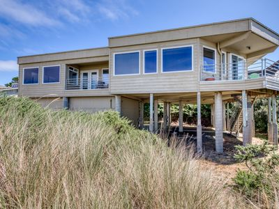 Photo for Oceanfront dog-friendly house w/deck overlooking the water