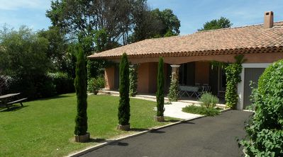 Photo for Welcoming Luberon villa. Secluded garden in exclusive residence with large pool.
