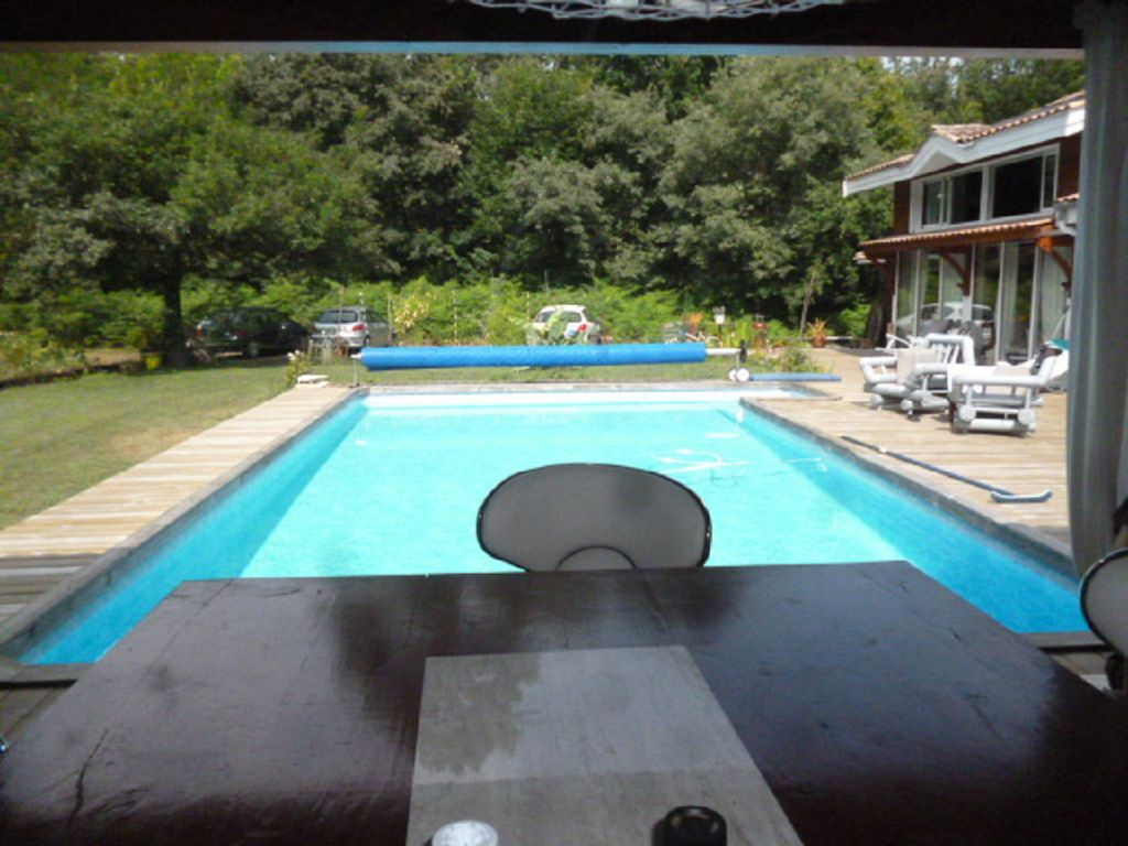 Basin d 39 arcachon pretty wood house with heated pool and for Piscine arcachon