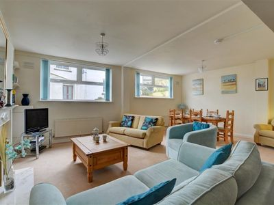 Photo for Lovely apartment for 5 people with WIFI, TV, pets allowed and parking