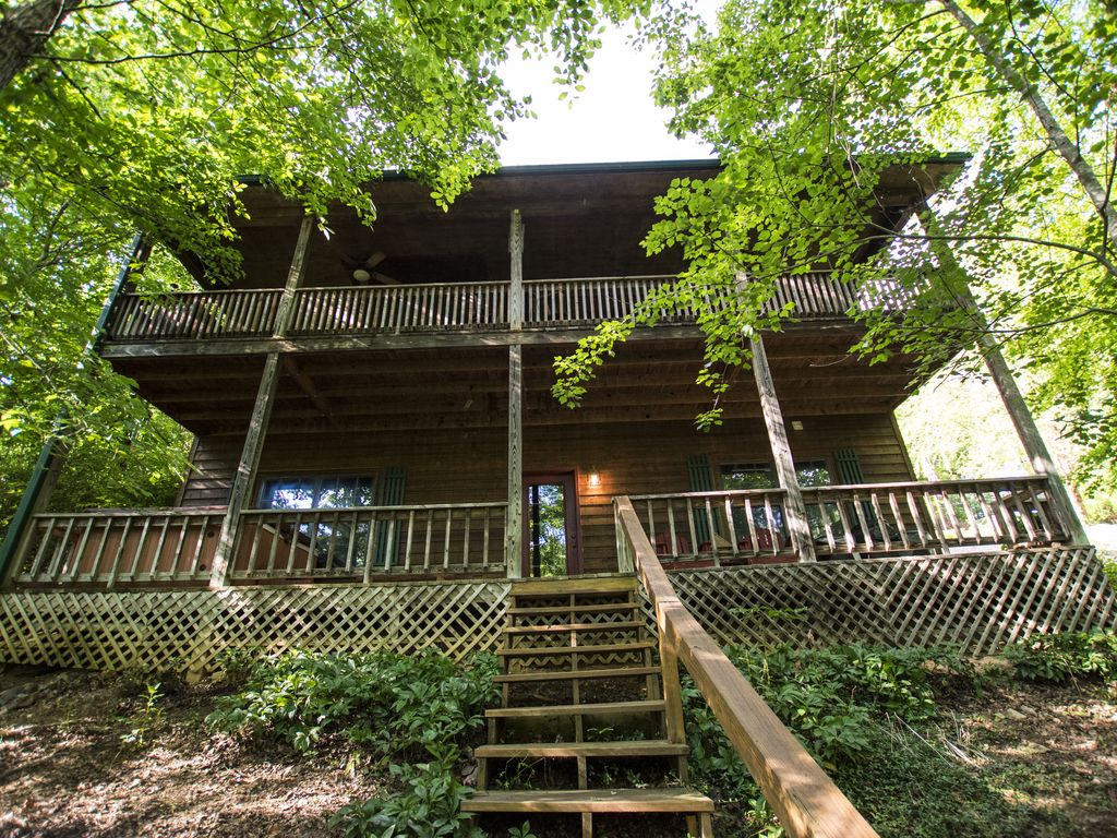 """""""Hunker Down"""" Creek Front Cabin, In The Blue Ridge Mountains"""