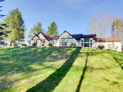 Photo for Luxury home w/private hot tub, 4 acres of gardens, weddings