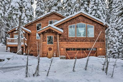 Located in the Tahoe Donner community, this home for 10 has it all!