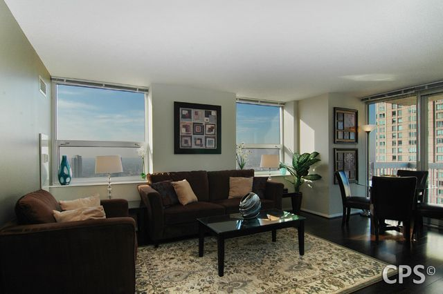 Property Image#5 Magnificent Mile Corner 2 Bedroom Suite On 43rd Floor With  Balcony