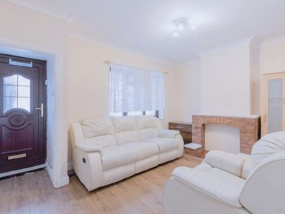 Photo for LOVELY 3 Bedroom, 2 Bath House, 3 MINS WALK to TUBE STATION