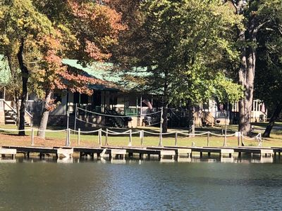 Cozy Lake Cabin located on Lake Hamilton, mins away from downtown and Oaklawn