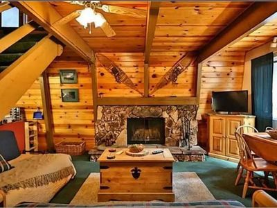 Bear Mountain Hideaway, Cabin w/ Spa