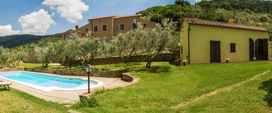 Photo for Villa with swimming pool in Cortona, up to 5 people