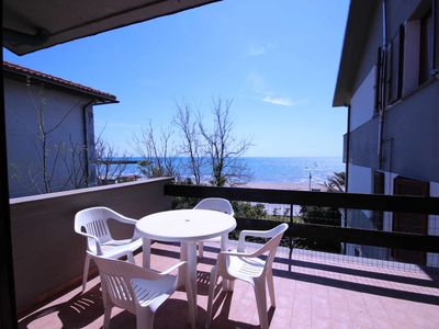 Photo for 2 bedrooms, sleeps 6 with terrace on the sea