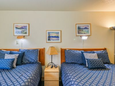 Photo for Mountain view condo just steps from lifts, with pools, hot tubs, tennis & more!