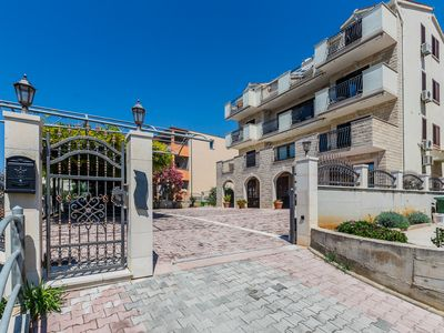 Photo for Apartments and rooms Zorka, (13612), Duće, Omis riviera, Croatia