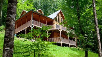 Bon Private Log Cabin Has 4 Master Suites, Views, And An Amazing Rec Room