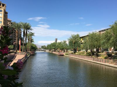 Walk to Fashion Square Waterfront Entertainment District  5 - 10 minute away