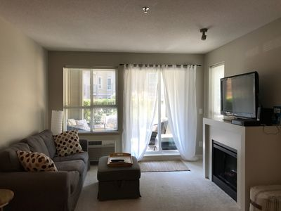 Photo for Fabulous 1 bed plus den condo, quiet, comfortable, downtown Kelowna