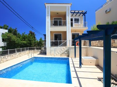 Photo for Private 3 bed villa with pool