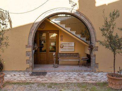 Photo for Lovely apartment in villa for 5 guests with pool, WIFI, TV, pets allowed, panoramic view and par...