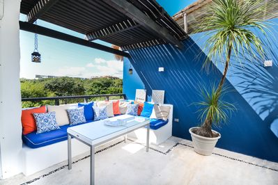 Very private & Cozy 2000 sq ft Newly Remodeled Penthouse w/ 75 Good Reviews
