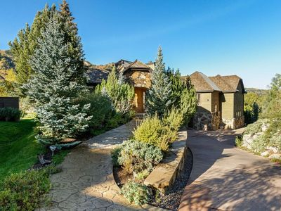 Photo for Spacious Family Home Easy Walk to Town. Aspen Mountain Views. Elevator, Garage, Private Hot Tub!