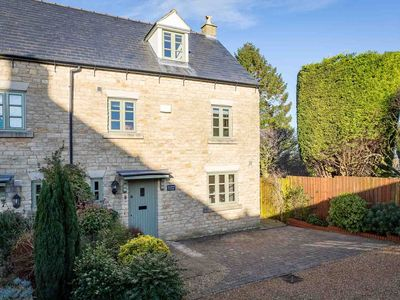 Photo for Headford Cottage is a beautiful townhouse, built of traditional Cotswold stone