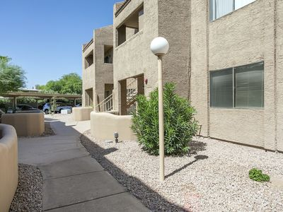 Photo for Chic and Charming 1BR Getaway in Scottsdale!