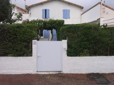 Photo for Charente house with enclosed garden not overlooked 200 m from the beach.