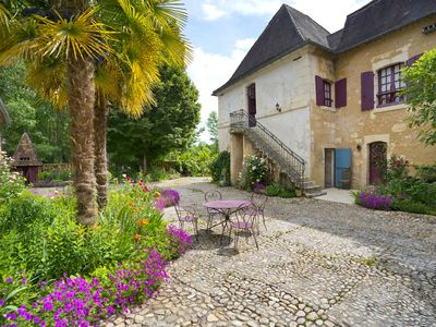 Photo for Beautiful country house with large pool & pretty garden, free Wi-Fi