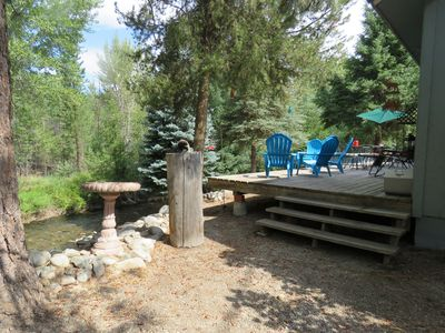 Plenty of seating on back deck overlooking North Fork of Salmon River!