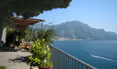 Photo for The charm with terrace, sea view and access to the sea