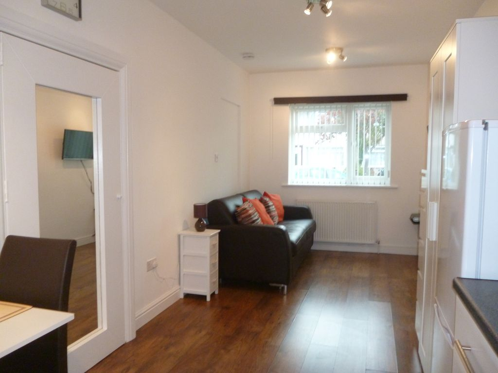 Property Image#8 Self-contained studio apartment +Sky Q TV. Direct travel