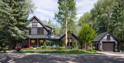 Photo for Amazing West End Victorian With Beautiful Outdoor Living Space