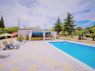 Photo for Spacious house with swimming-pool