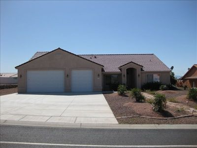 Photo for Quiet and Spacious 4-br home near casinos, Lake Mohave, Colorado River