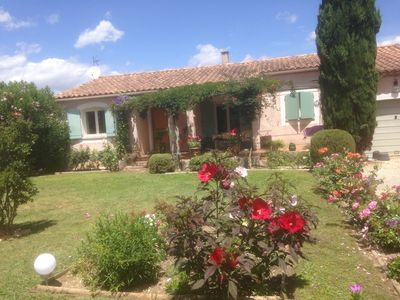 Photo for Charming villa in Provence with pool just 10 minutes from Avignon