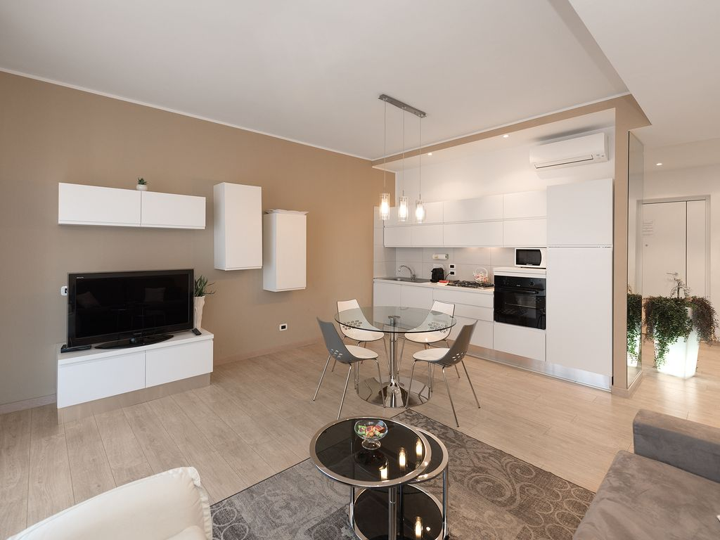 Rosella Apartment Verona: Rosella Apartment ,central -modern, with ...