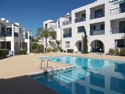 Photo for 1 bed ground floor apartment, central location, sleeps 4, aircon, sat tv, wifi,
