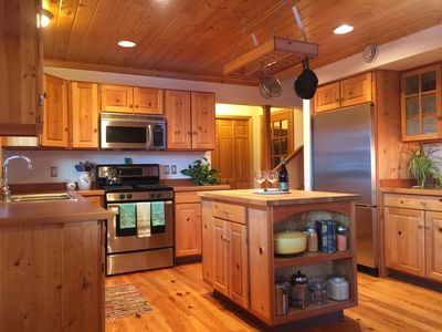 Photo for The Harbor House **BEST mountain views** Less than 10 miles to park bus depot