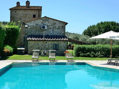 Photo for La Pergola,  located on the hill overlooking Lake Trasimeno, with 5 bedrooms, it can host 14 guests.
