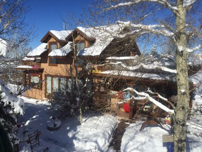 Blue Skies and Fresh Snow are the order of the day in your cozy Chalet !