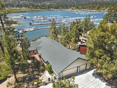 Photo for Marina Landing: Lakefront! Steps to Holloway's! Game Room! Views! Fireplace! Cable TV! BBQ!