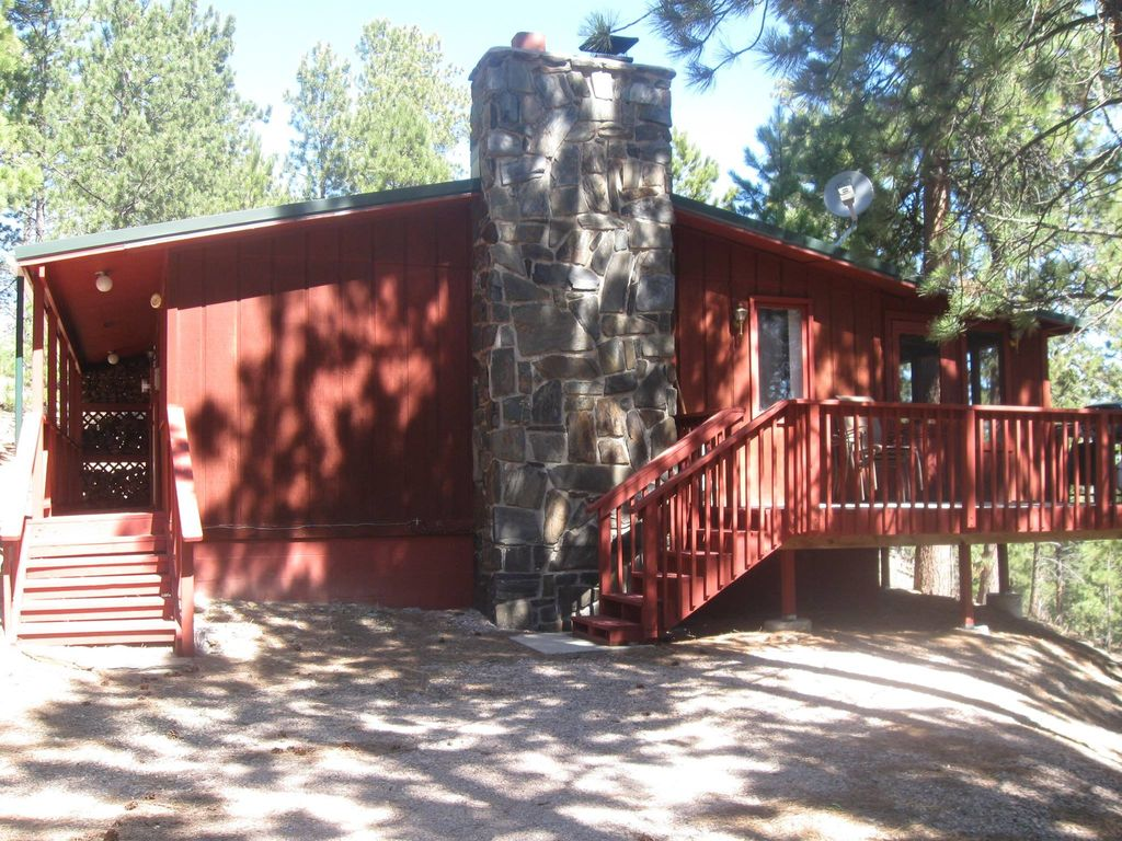Jh pine inn close to lake pactola and all a vrbo for Pactola lake cabins