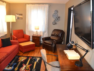 Photo for Cozy Cottage 8 miles from downtown Nashville